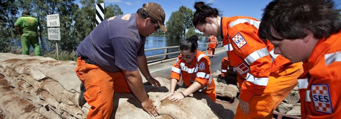 SES workers at the Kerang floods